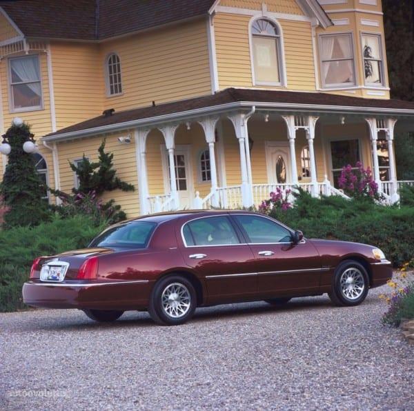 Lincoln Town Car Specs & Photos