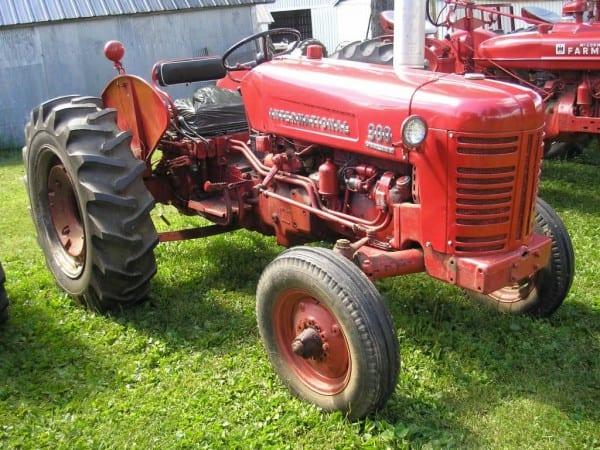 Farmall 300 Utility Tractor