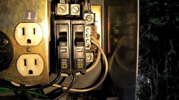How To  Replace A Circuit Breaker On An Rv Power Pedestal