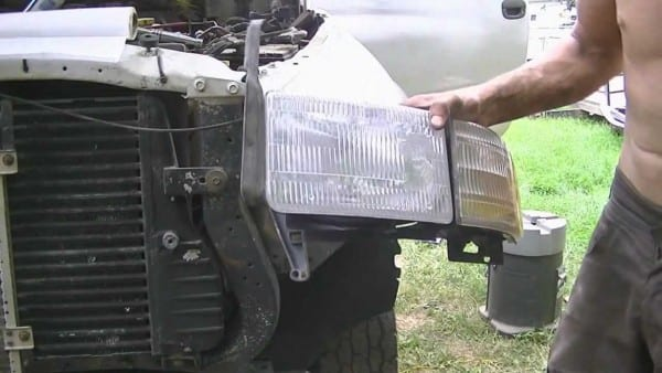 How To  Replace 2001 Dodge Ram Headlight