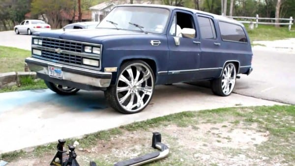 Coolys 1989 Chevy Suburban On 28s (b4