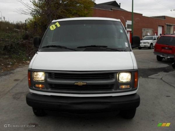 2001 White Chevrolet Express 2500 Cargo Van  21390713