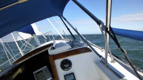 Catalina 25 Sailing In Strong Winds