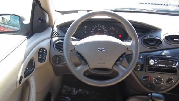 2000 Ford Focus, Red