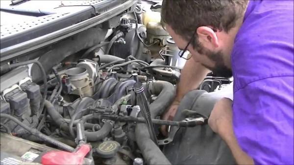 Alternator Replacement  2004 Ford F150 5 4l V8 4x4 3