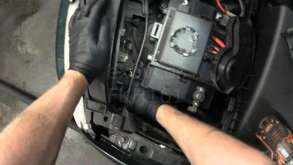 Vw A4  Jetta, Golf Headlight Bulb Replacement (9004   9007)