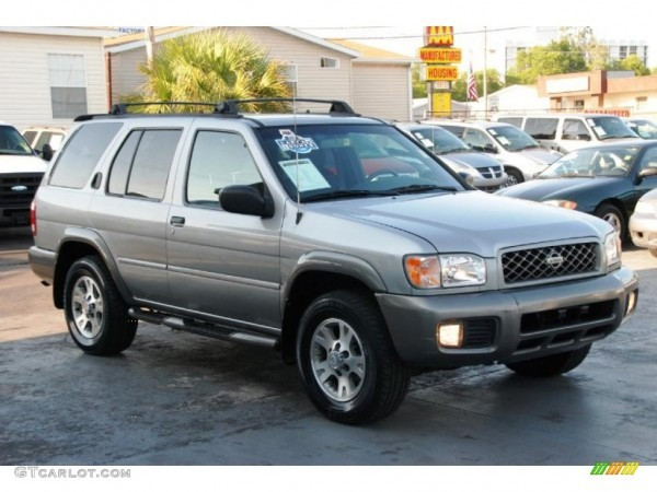 2000 Sierra Silver Metallic Nissan Pathfinder Se 4x4  49090939