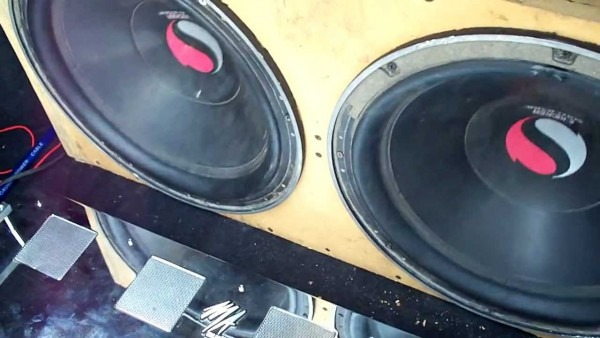 Old School 15'' Kicker Solobaric Subwoofers On Ma Audio Hc4002
