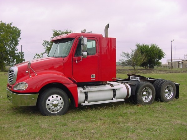 2006 Freightliner Columbia Day Cab – Trucks Trailers Equipment