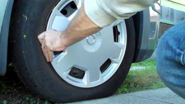 Replacing The Hubcap On A Nissan Versa