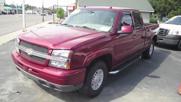 2004 Chevrolet Silverado Pickup Truck Start Up, Interior And