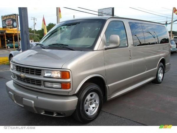 2001 Chevrolet Express Photos, Informations, Articles