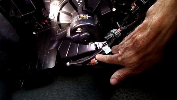 Kia Sportage Blower Motor Removal