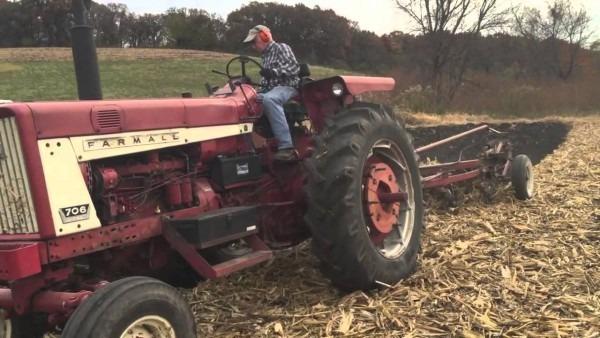 Plowing With Ih 706 German Diesel